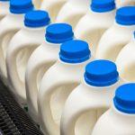 La leche empacada (botella, tetrapak o bolsa) ¿contiene hormonas o antibióticos?